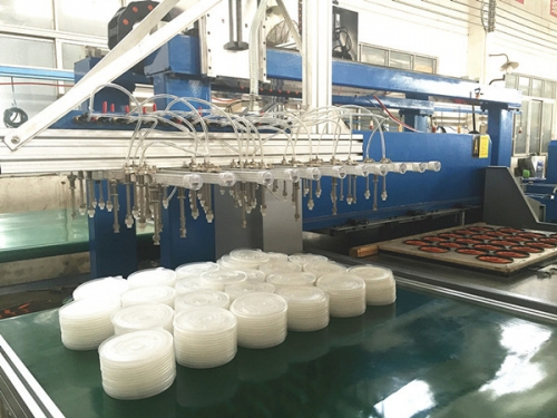 cutting machine in the plastic industry
