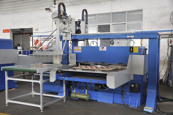 cutting press for plastic blister packaging