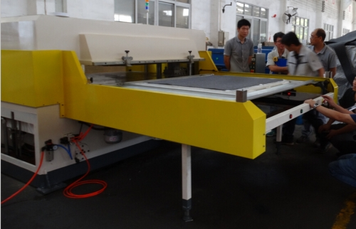 1900x1500mm 100 Tons Super Area Cutting Machine for Car Interior