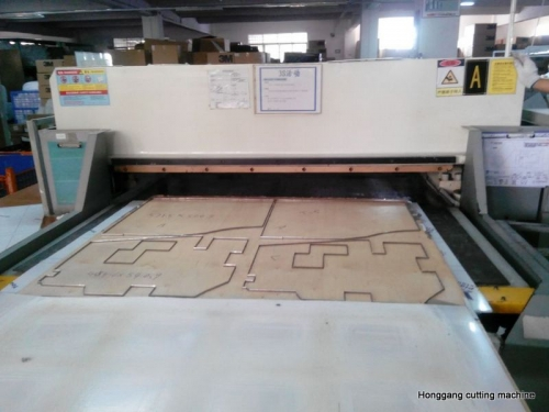 Wool felt die cutting machine